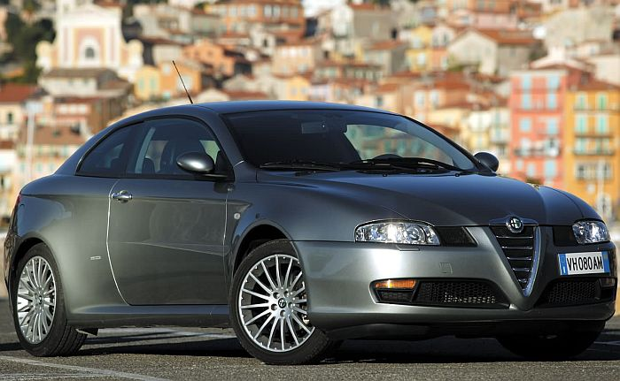 137_Alfa_Romeo_GT_2003_003